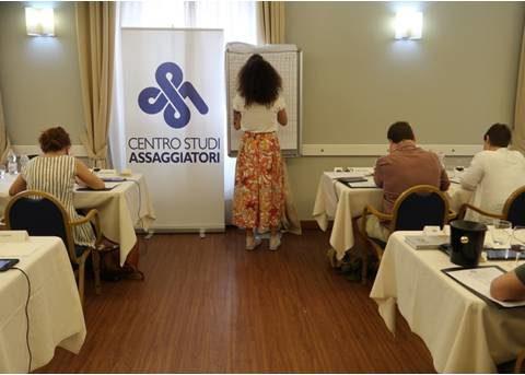 Ordine, silenzio e concentrazione sono elementi indispensabili per preparare il gruppo a un test sensoriale